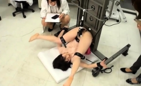 Beautiful Asian Babe Has A Mechanical Toy Plowing Her Cunt