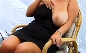 Voluptuous Amateur Milf Puts Her Big Natural Tits On Display