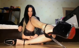 sultry-camgirl-in-stockings-and-high-heels-touches-herself