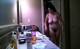 bodacious-amateur-mom-exposes-her-naked-body-on-hidden-cam
